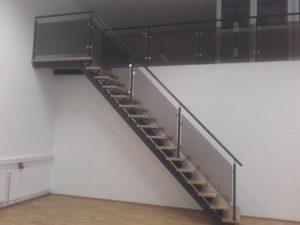trepp ja klaaspiirded
